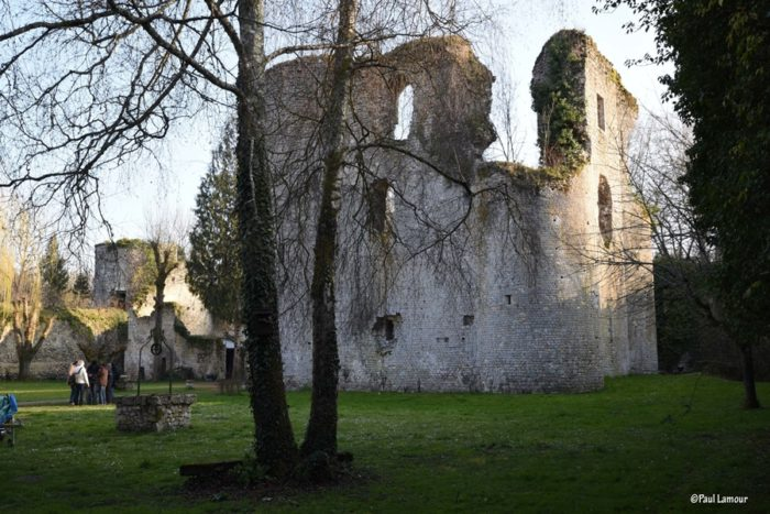 Le donjon intérieur du château de Mez-le-Marécha