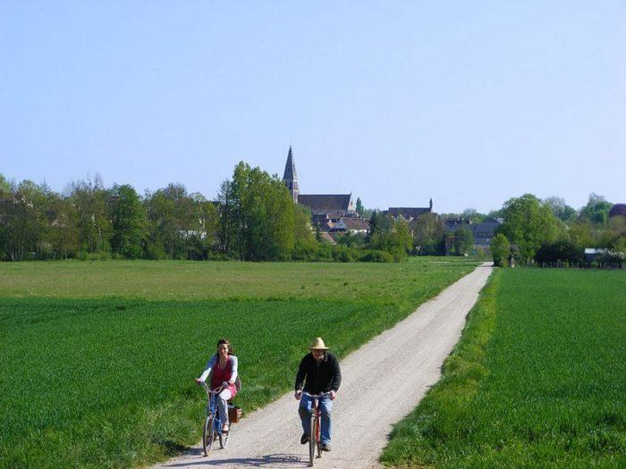 Vue sur l'abbaye de Ferrières